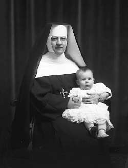 http://www.thespoof.com/sitepics/thespoof/nun_baby.jpg